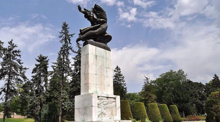 Spomenik Zahvalnosti Francuskoj Crtice Iz Historije